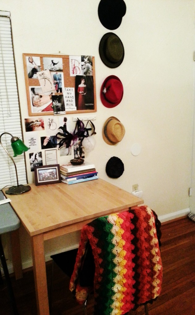 Eclectic Sewing Space on miaprimacasa.com