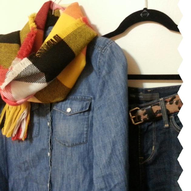 style uniform: chambray shirt, leather boots, Levi jeans on miaprimcasa.com