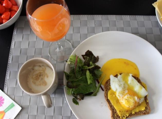 European Style Brunch Breakfast Eggs Benedict #100DaysofMiaPrima